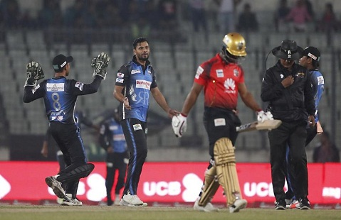 মাশরাফির সেরা বোলিংয়ে ৬৩ রানে শেষ কুমিল্লা