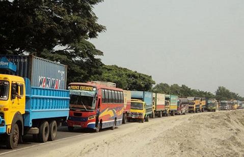 ঢাকা-চট্টগ্রাম মহাসড়কে ৫০ কিলোমিটার যানজট