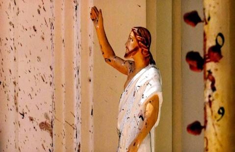 শ্রীলংকায় বোমা হামলায় নিহত বেড়ে ২৯০, আটক ২৪