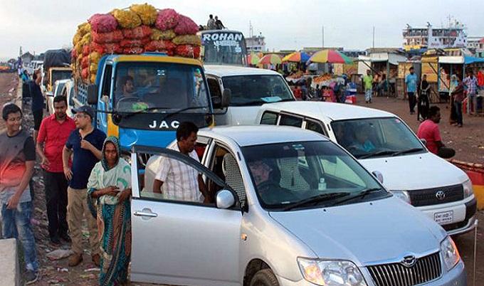 শিমুলিয়া ঘাটে পারাপারের অপেক্ষায় ৫ শতাধিক যানবাহন