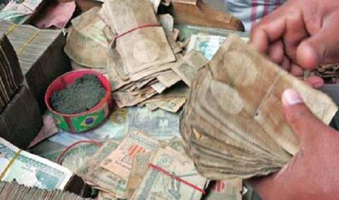 টাকার ময়লায় স্বাস্থ্যঝুঁকি, প্রস্রাবে ইনফেকশনের শঙ্কা