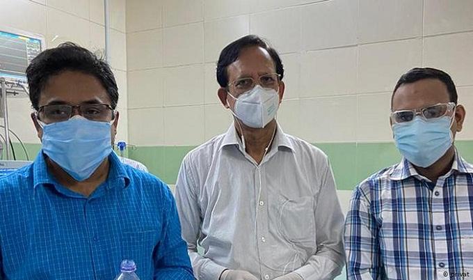 ঢাকা মেডিকেলে প্লাজমা দিয়েছেন করোনাজয়ী দুই চিকিৎসক