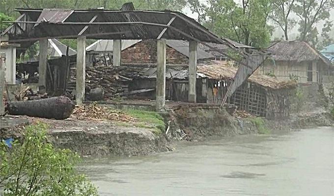 আম্পানের তাণ্ডবে পাঁচ জেলায় ৮ জনের মৃত্যু