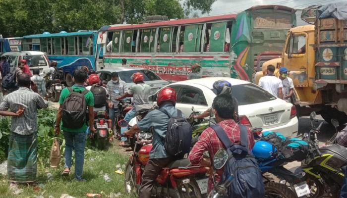 ঢাকা-আরিচা মহাসড়কে ২৫ কিলোমিটার যানজট