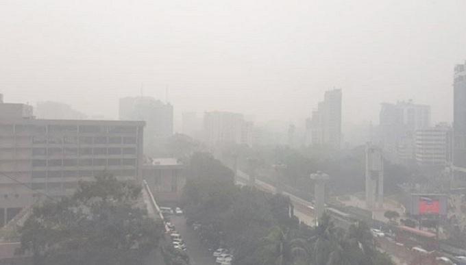 কুয়াশায় ঢাকা রাজধানী, বইছে হিমেল হাওয়া