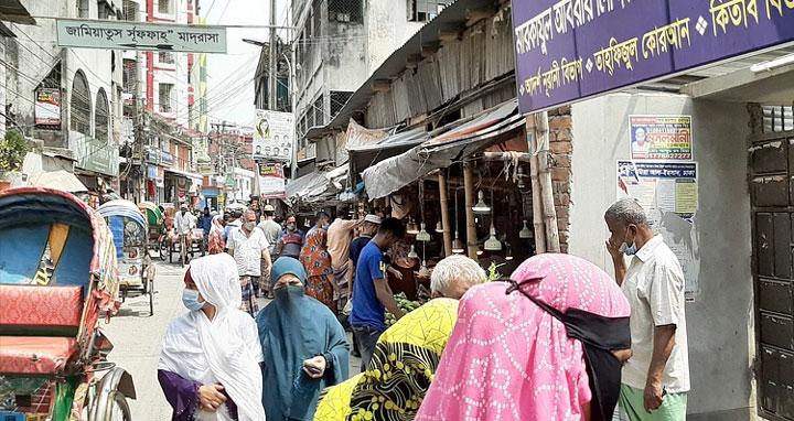 ঢাকার প্রধান সড়কগুলো ফাঁকা, মহল্লা-বাজারে শিথিল নিষেধাজ্ঞা