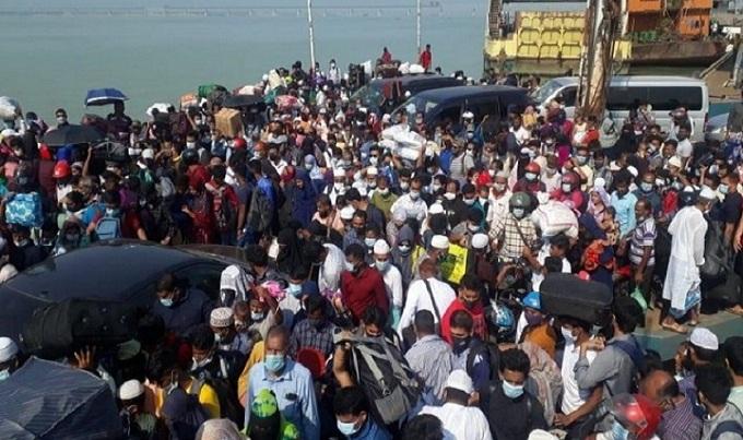 যানবাহন ছাড়াই ১২০০ যাত্রী নিয়ে ছেড়ে গেলো ফেরি