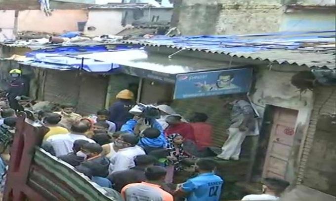 মুম্বাইয়ে ভারী বৃষ্টিপাতে ধসে পড়লো চারতলা বাড়ি, নিহত ১১