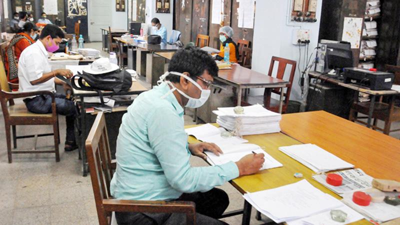 লকডাউনে ৭ জেলায় বন্ধ থাকবে সরকারি-বেসরকারি অফিস