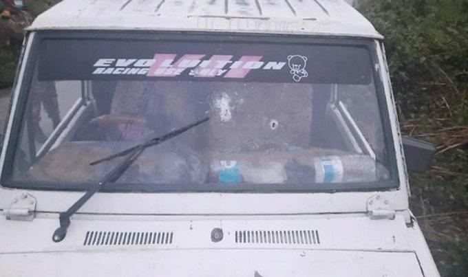 বান্দরবানে পর্যটকবাহী গাড়িতে সন্ত্রাসীদের গুলি