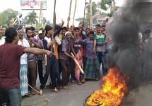 খুলনায় পাটকল শ্রমিকদের রাজপথ-রেলপথ অবরোধ
