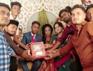 নারায়ণগঞ্জে বন্ধুর বিয়েতে পেঁয়াজ 'উপহার'