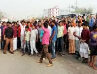 পরিবহন আইন বাতিলের দাবিতে ঢাকা-ময়মনসিংহ অবরোধ