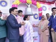 ঘণ্টা বাজিয়ে 'গোলাপি টেস্ট' উদ্বোধন করলেন হাসিনা-মমতা