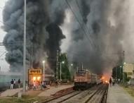 নাগরিকত্ব আইনের প্রতিবাদ: পশ্চিমবঙ্গে ৫টি ট্রেনে আগুন