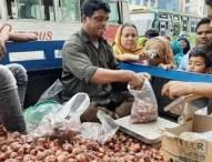 আজ থেকে ২৫ টাকায় পেঁয়াজ বিক্রি করবে টিসিবি