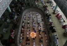 স্বাস্থ্যবিধি মেনে সারাদেশে পালিত হচ্ছে পবিত্র ঈদুল ফিতর