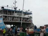 বিধিনিষেধ উপেক্ষা করে শিমুলিয়া-বাংলাবাজার নৌরুটে চলছে পারাপার